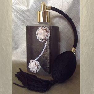 Vaporisateur de parfum cuir et CRISTAL DE SWAROVSKI CHALKWHITE AB poire noire en verre 100ml artisanal Artisanal CUIR, TISSUS