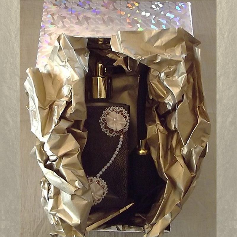 Vaporisateur de parfum cuir et CRISTAL DE SWAROVSKI CHALKWHITE AB poire noire en verre 100ml artisanal Artisanal CUIR, TISSUS...