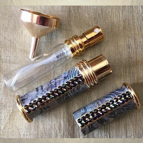 Vaporisateur de parfum plaqué or CRISTAL DE SWAROVSKI RAINBOW DARK et nacre artisanal Plaqué or, chrome  - Au pays des senteurs