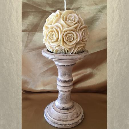 Bougie sculpture artisanale décorative cire naturelle de soja modèle boule de rose 10,5 x 10cm sur chandelier en bois