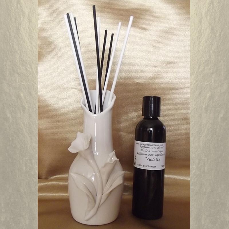 Diffuseur bâtons par capillarité vase soliflore en céramique Arum, bâtons blancs et noir et parfum sans alcool