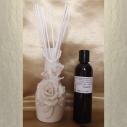 Diffuseur bâtons par capillarité vase soliflore en céramique fleurs, bâtons blancs et parfum sans alcool