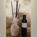 Diffuseur bâtons par capillarité vase soliflore en céramique fleurs, bâtons blancs et noirs,  parfum sans alcool