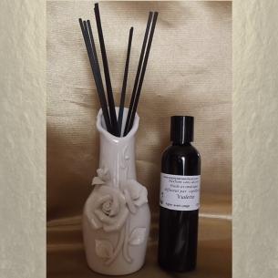 Diffuseur bâtons par capillarité vase soliflore en céramique motifs 3D roses, bâtons noirs et parfum sans alcool