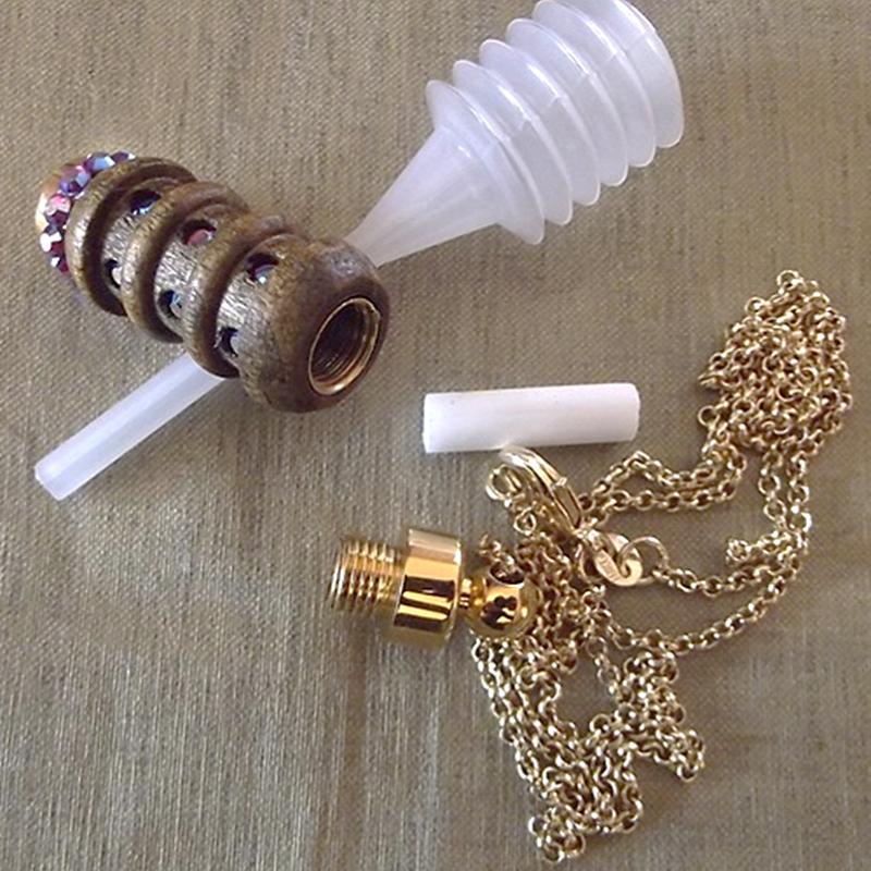 Collier fiole à parfum bois et or strass CRISTAL DE SWAROVSKI FUCHSIA AB artisanal ouverte