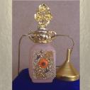 Collier fiole à parfum plaqué or avec entonnoir en métal couleur or dans écrin modèle 33