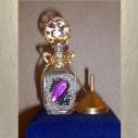 Collier fiole à parfum plaqué or avec entonnoir en métal couleur or dans écrin modèle 34