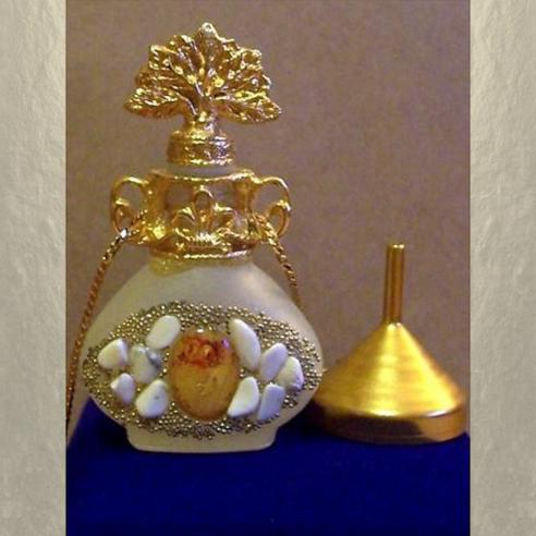 Collier fiole à parfum plaqué or avec entonnoir en métal couleur or dans écrin modèle 36