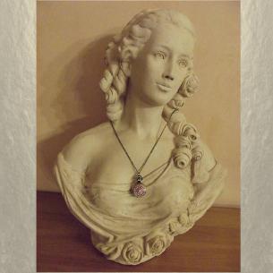 Montre CRISTAL DE SWAROVSKI  FIRE OPAL AB à gousset et miroir sautoir bronze décoration artisanale sur buste mannequin
