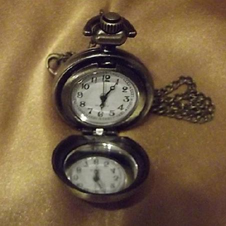 Montre CRISTAL DE SWAROVSKI  FIRE OPAL AB à gousset et miroir sautoir bronze décoration artisanale ouverte