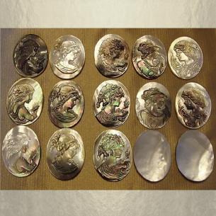 Camé en nacre d'Abalone gravure artisanale en relief