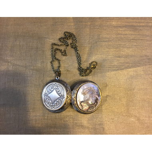 Collier pendentif porte photo, pilulier camé nacre d'Abalone, artisanal bronze ouvert