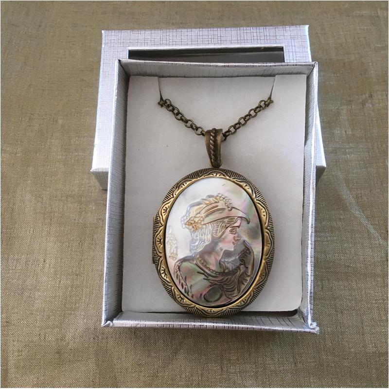 Collier pendentif porte photo, pilulier camé nacre d'Abalone, artisanal bronze dans coffret cadeau