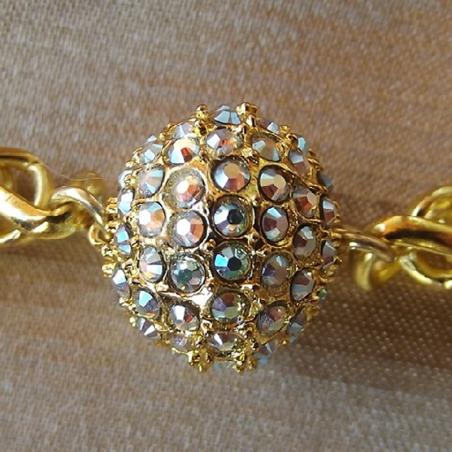Bracelet CRISTAL DE SWAROVSKI  boule Mesh Ball JONQUIL AB modèle gourmette artisanal plaqué or gros plan