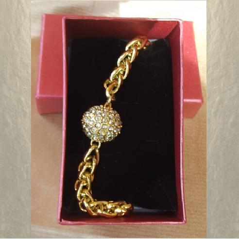 Bracelet CRISTAL DE SWAROVSKI  boule Mesh Ball JONQUIL AB modèle gourmette artisanal plaqué or dans coffret cadeaux