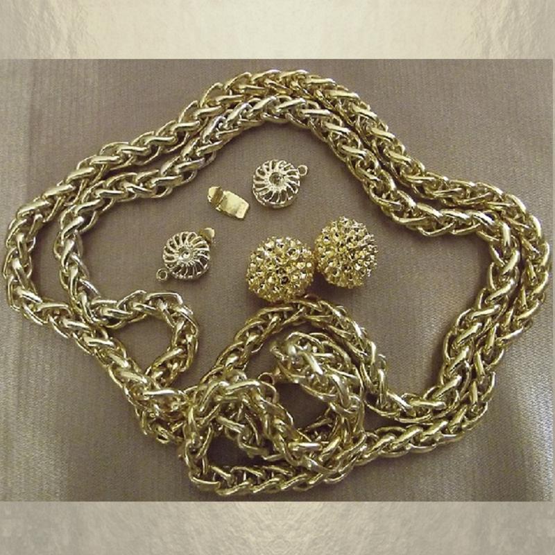 Bracelet CRISTAL DE SWAROVSKI  boule Mesh Ball  modèle gourmette artisanal plaqué or groupé
