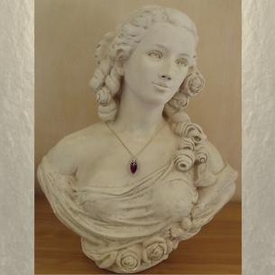 Collier pendentif vintage CRISTAL DE SWAROVSKI marquise   Réf  6236 plaqué or sur buste mannequin