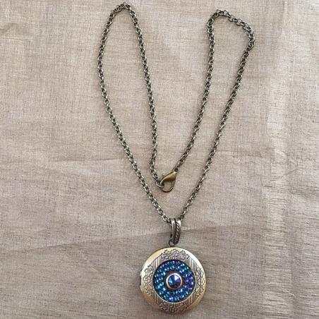 Collier pendentif porte photo Cristal de SWAROVSKI SCARABAEUS GREEN bronze artisanal entier