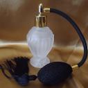 Vaporisateur de parfum poire noire boule sur pied verre givré