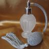 Vaporisateur de parfum poire grise boule sur pied verre givré