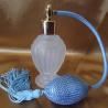 Vaporisateur de parfum poire bleu boule sur pied verre givré