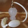 Vaporisateur de parfum poire ivoire boule sur pied verre givré