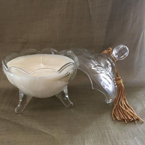 Bougie parfumée chocolat blanc artisanale bonbonnière sur pied cire naturelle de soja  biodégradable ouverte