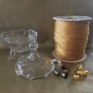Bougie parfumée artisanale bonbonnière sucrier en verre sur pied pompon artisanal composants