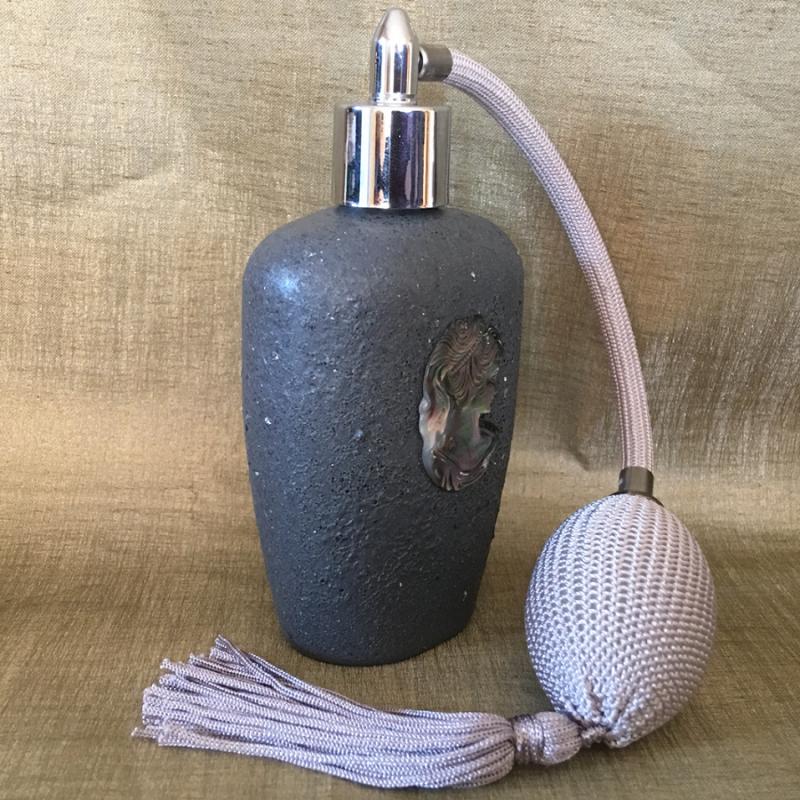 Vaporisateur de parfum poire grise artisanal camé en nacre d'Abalone