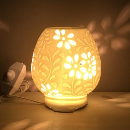Lampe diffuseur de parfum en céramique allumée