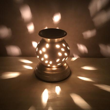 Lampe diffuseur de parfum  céramique artisanale boule allumée