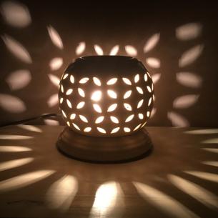 Lampe diffuseur de parfum ivoire allumée