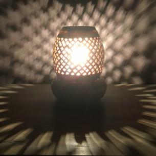 Lampe diffuseur de parfum pierre de lave Stéatite  artisanale allumée