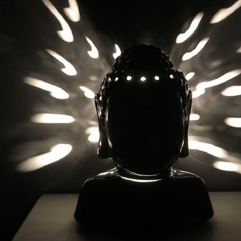 Lampe diffuseur de parfum buste bouddha noir 31 cm céramique  artisanale  allumée