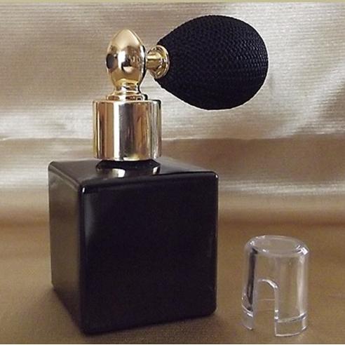 Vaporisateur de poudre pour le corps poire rétro vide et rechargeable modèle verre noir carré 50 ml avec bouchon