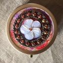 Pilulier cristal de swarovski ASRAL PINK et fleur en nacre bronze artisanal