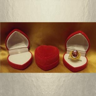 Écrin bague cœur en suédine velours rouge 4,5 x 4,5 x 3,5 mm  - 1