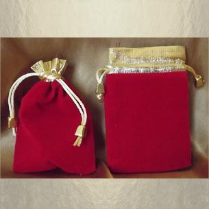 Pochette / sac / pochon en velours rouge avec bordure couleur or et petites perles cordon or 11,5 x 8,5 cm  - 1
