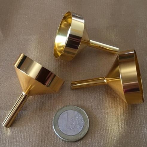 Grand entonnoir pour vaporisateur de parfum en métal couleur or  - 1