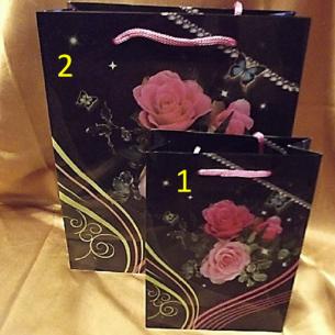 Pochette cadeaux PVC - sacs cadeaux  grand modèle 25 x 19 cm noir fleur rose  - 1
