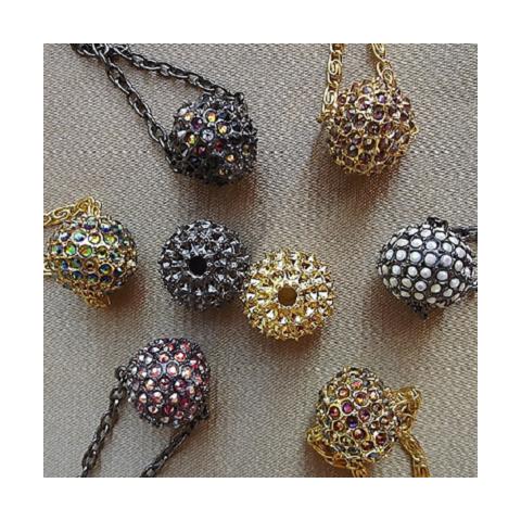 Collier boule CRISTAL DE SWAROVSKI  artisanal|aupaysdessenteurs.com